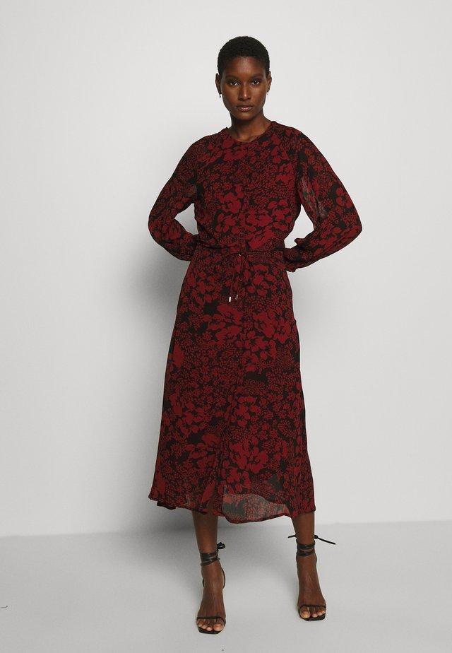 FLORIZZA DRESS - Maxi-jurk - cayenne poetic
