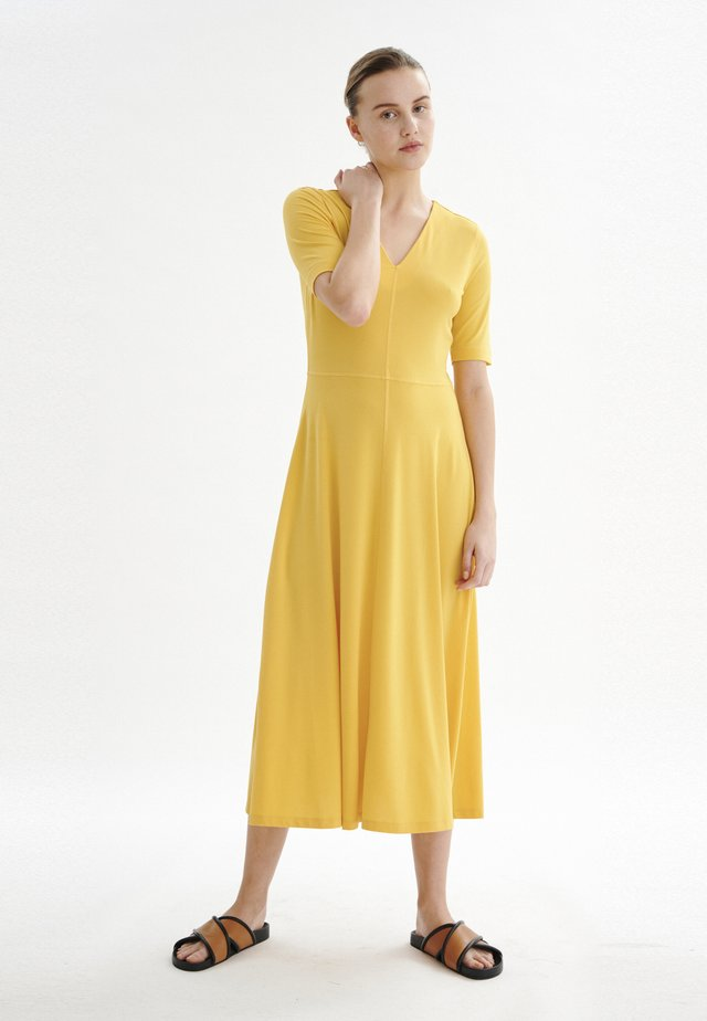 Freizeitkleid - golden yellow