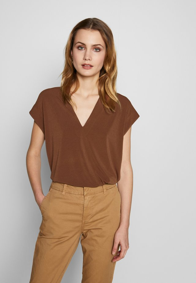 YAMINI - T-shirt print - cinnamon