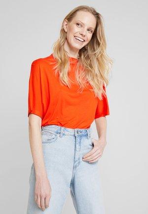 PALMER - Print T-shirt - blood orange