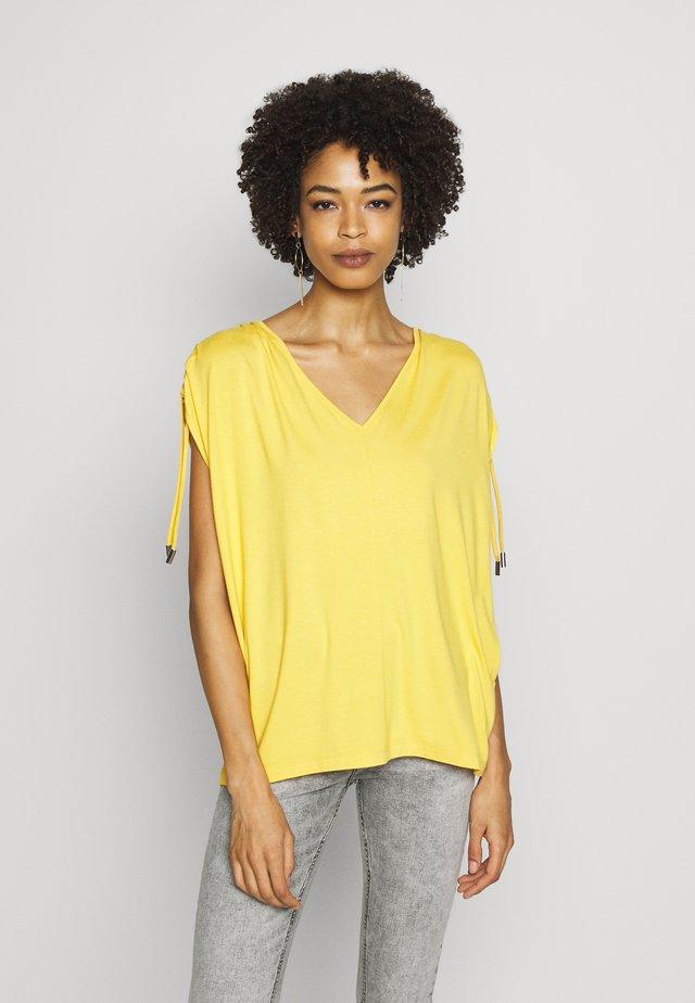EVIIW - T-shirt basic - golden yellow