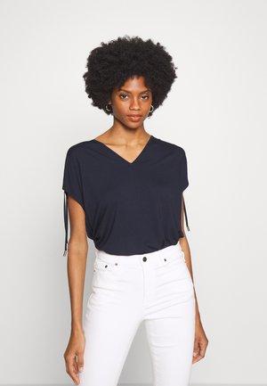 EVIIW - Basic T-shirt - marine blue