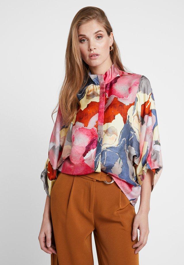 HEPBURN BLOUSE - Button-down blouse - botanical explosion