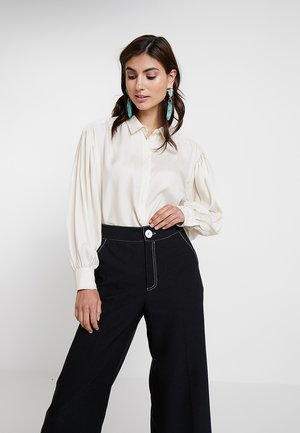 HUTTON SHIRT - Button-down blouse - french nougat