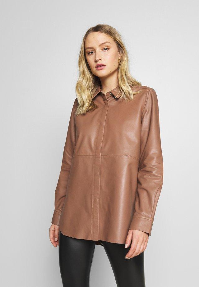 KHANDI - Button-down blouse - cinnamon