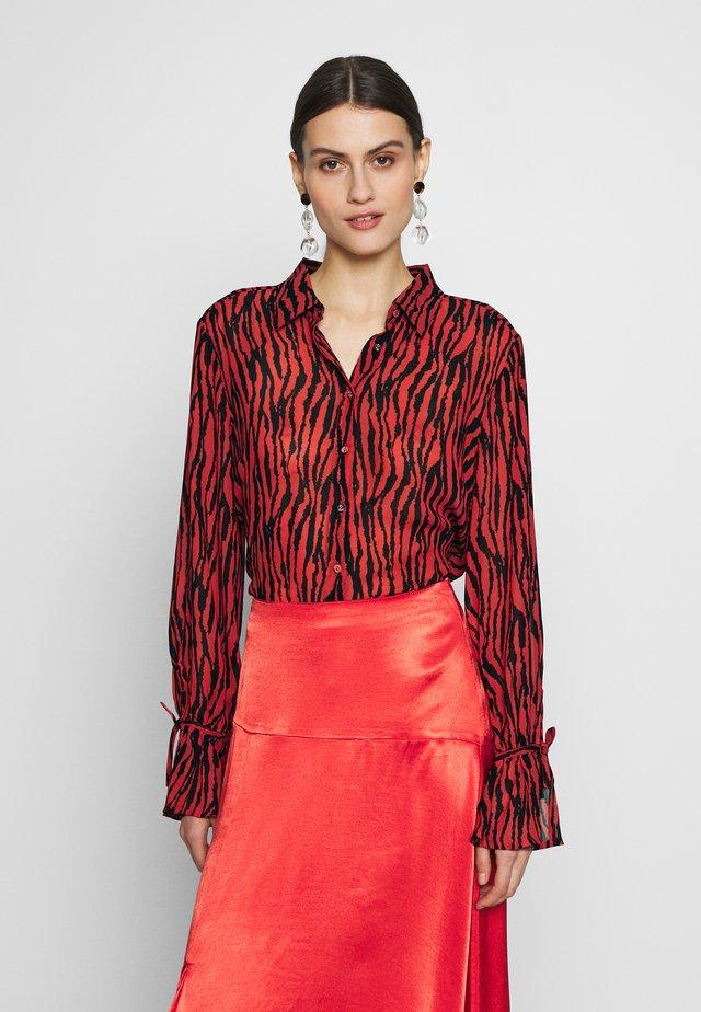DITAIW - Overhemdblouse - spicy red big zebra
