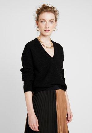 PAPINAIW VNECK - Stickad tröja - black