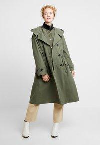 InWear - GRETE COAT 2-IN-1 - Trenchcoat - beetle green - 0
