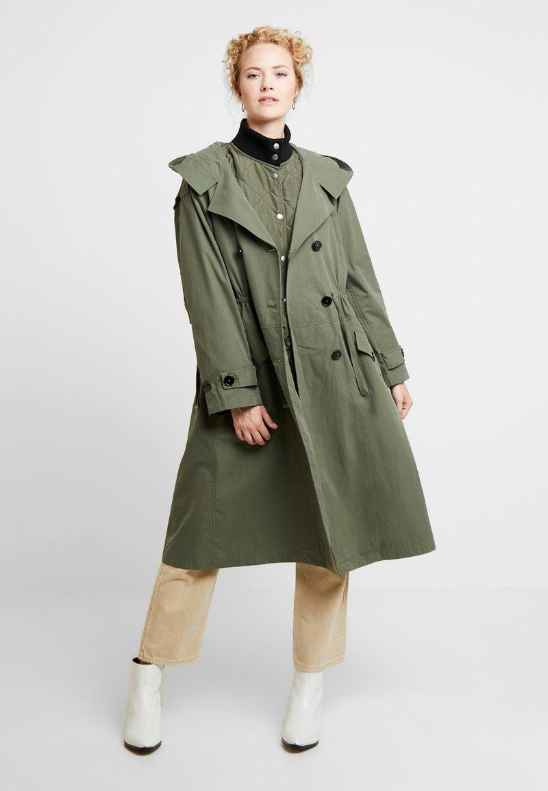 InWear - GRETE COAT 2-IN-1 - Trenchcoat - beetle green
