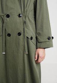 InWear - GRETE COAT 2-IN-1 - Trenchcoat - beetle green - 7