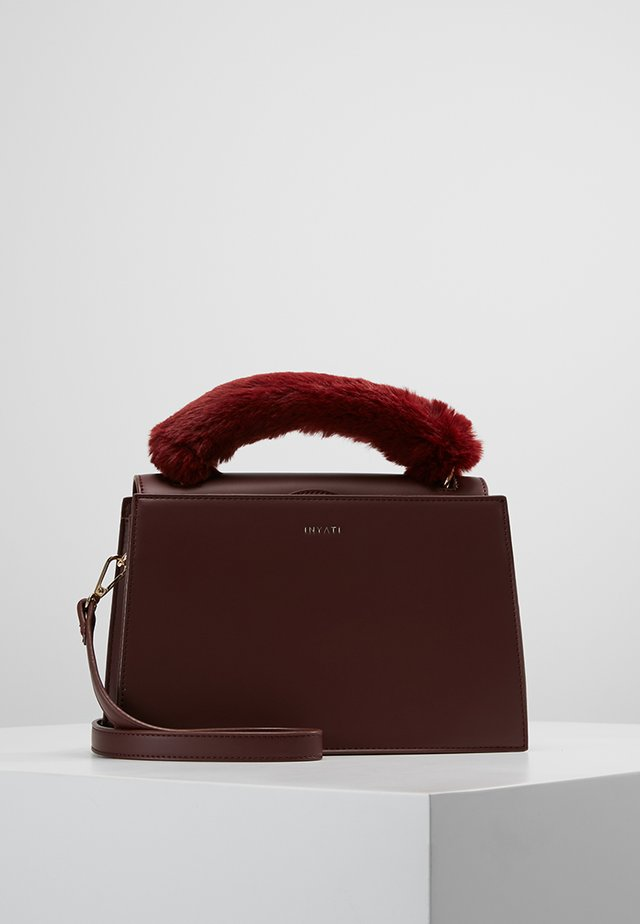OLIVIA - Käsilaukku - burgundy