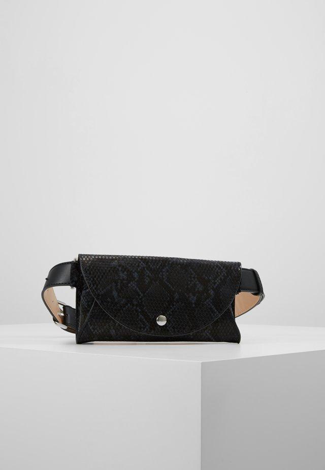 POPPY - Bæltetasker - black