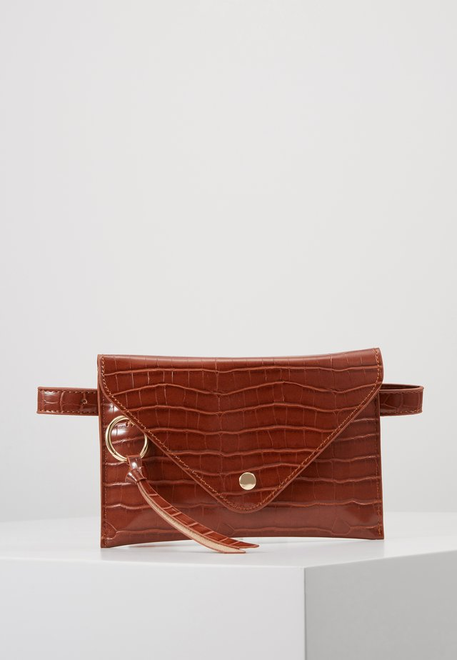 IDA - Ledvinka - brandy brown croco