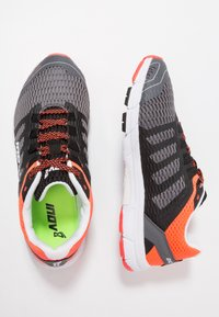 Inov-8 - ROADCLAW 240 - Chaussures de running - grey/coral - 1