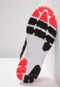 Inov-8 - ROADCLAW 240 - Chaussures de running - grey/coral - 4