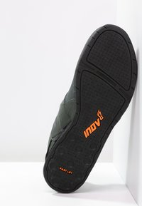 Inov-8 - FASTLIFT 335 - Træningssko - thyme/black/orange - 4
