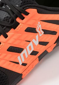 Inov-8 - BARE-XF™ 210 V2 - Obuwie treningowe - black/orange - 5