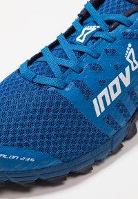 Inov-8 - TRAILTALON 235 - Chaussures de running - blue/navy - 5