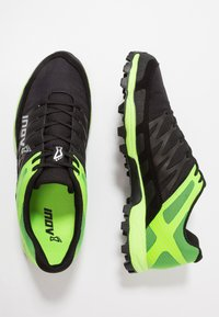 Inov-8 - MUDCLAW™ 300 - Løbesko trail - black/green - 1