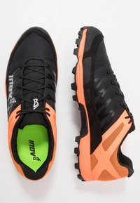 Inov-8 - MUDCLAW™ 300 - Obuwie do biegania Szlak - black/orange - 1