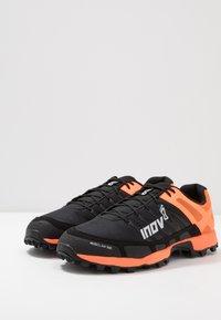 Inov-8 - MUDCLAW™ 300 - Obuwie do biegania Szlak - black/orange - 2