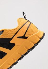 Inov-8 - TERRAULTRA 260 - Chaussures de running - yellow/black - 5