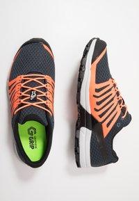 Inov-8 - ROCLITE G 290 - Chaussures de running - navy/orange - 1