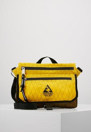 SACOCHE  - Taška spříčným popruhem - yellow