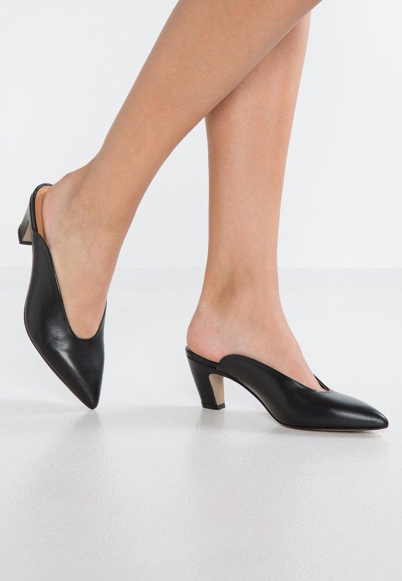 Intentionally Blank - PER - Sandaler - black