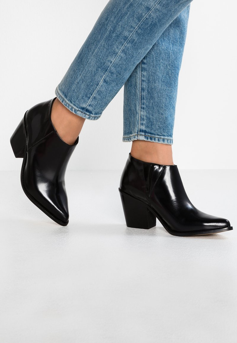 Intentionally Blank - NATHAN - Ankle boots - black