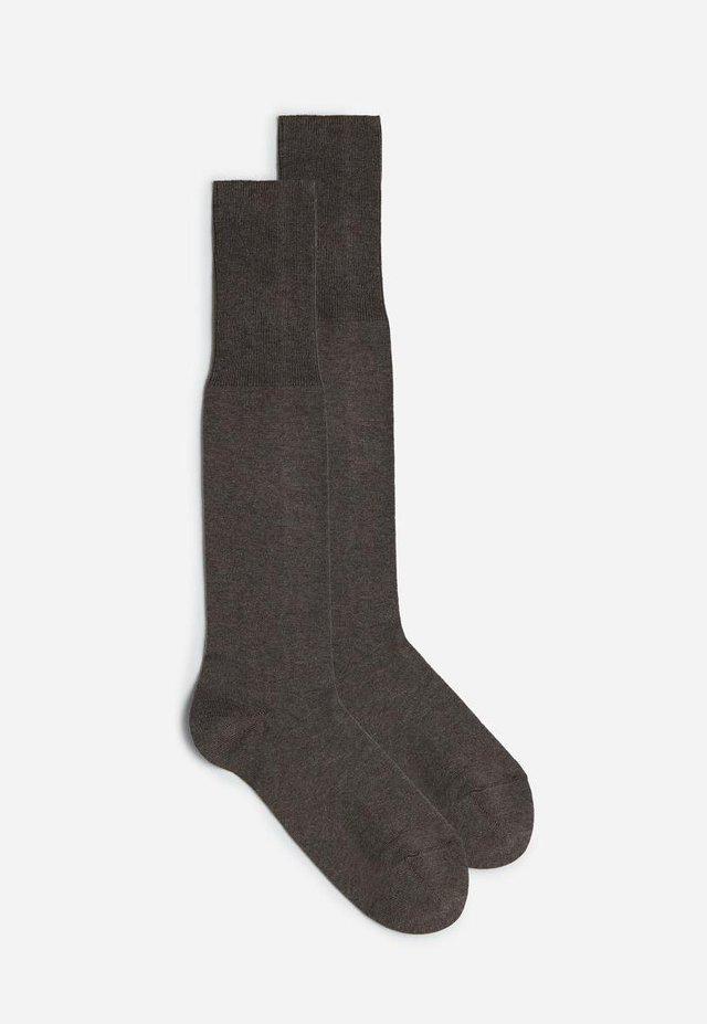 LANGE STRÜMPFE AUS WARME BAUMWOLLE - Knee high socks - noce moscata melange