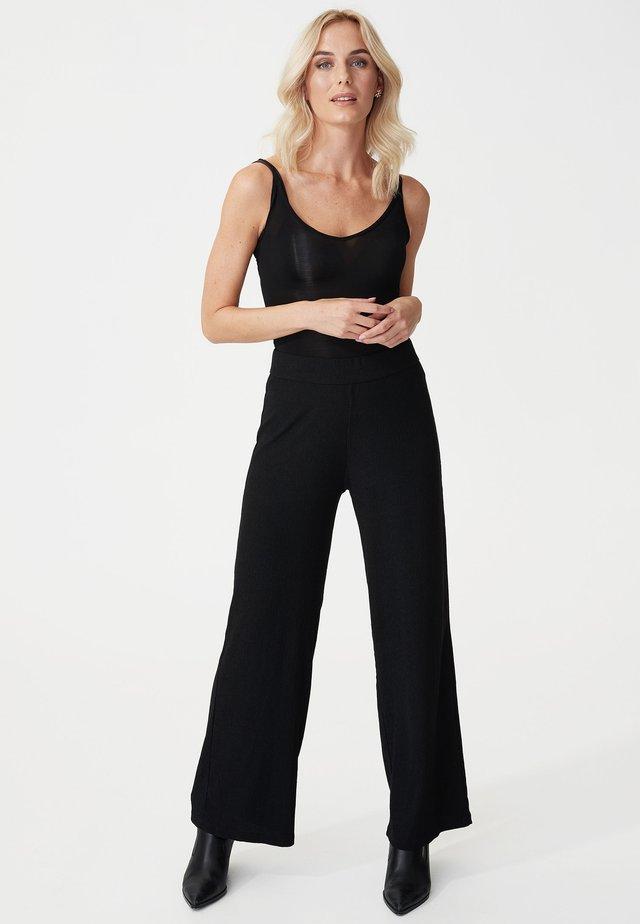 WALTA - Spodnie materiałowe - black