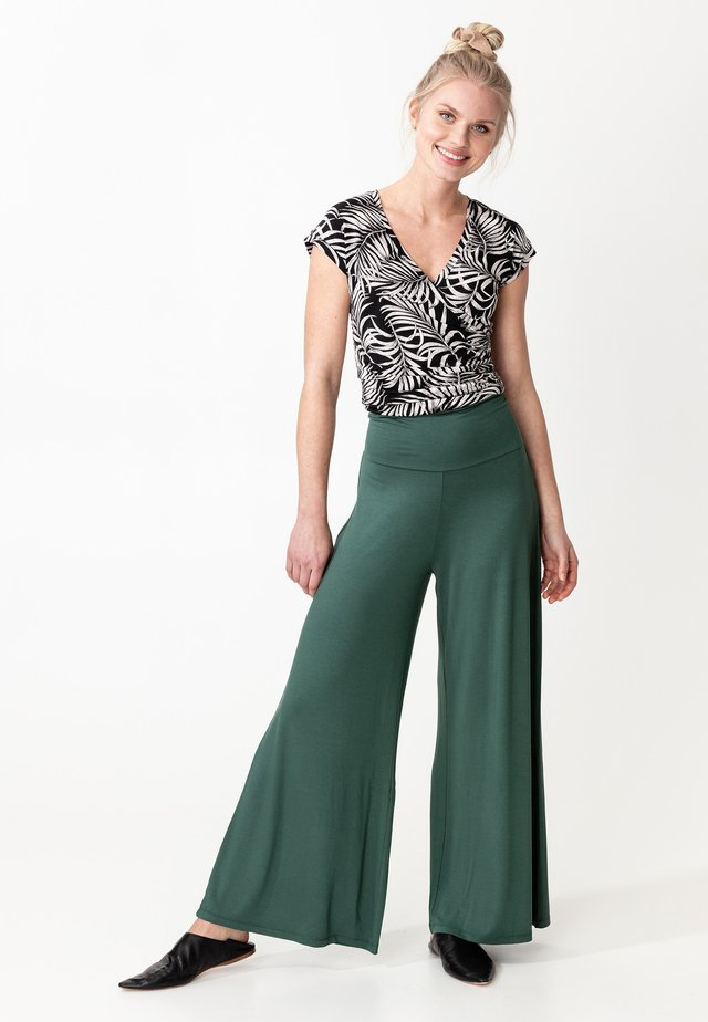 LILLEMOR - Spodnie materiałowe - green