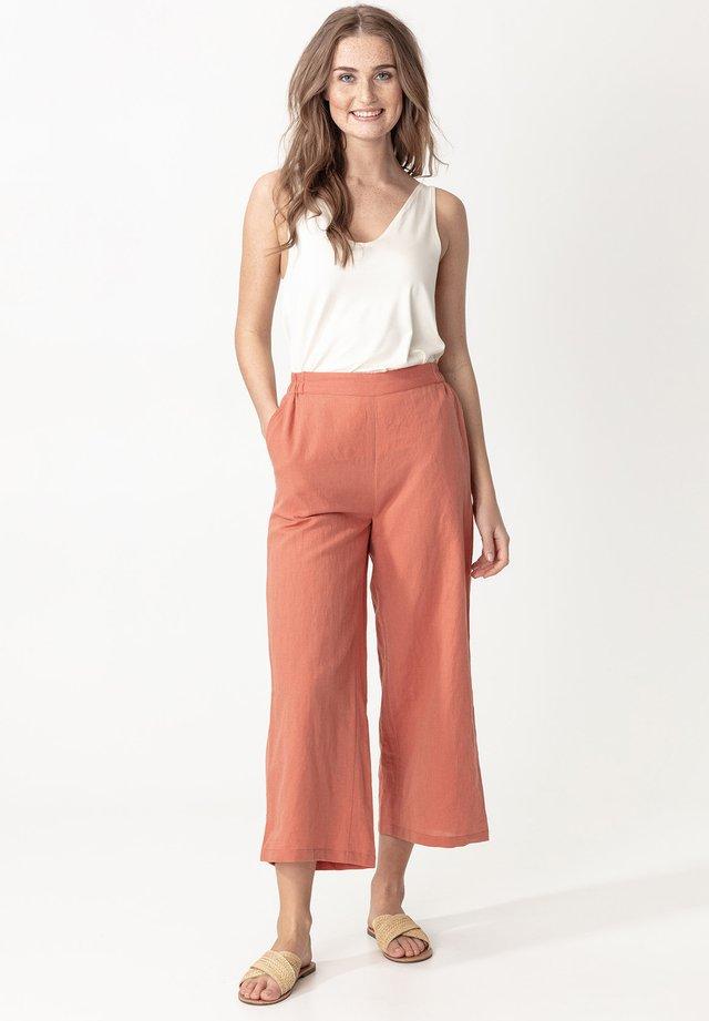 CATRIN - Spodnie materiałowe - pink