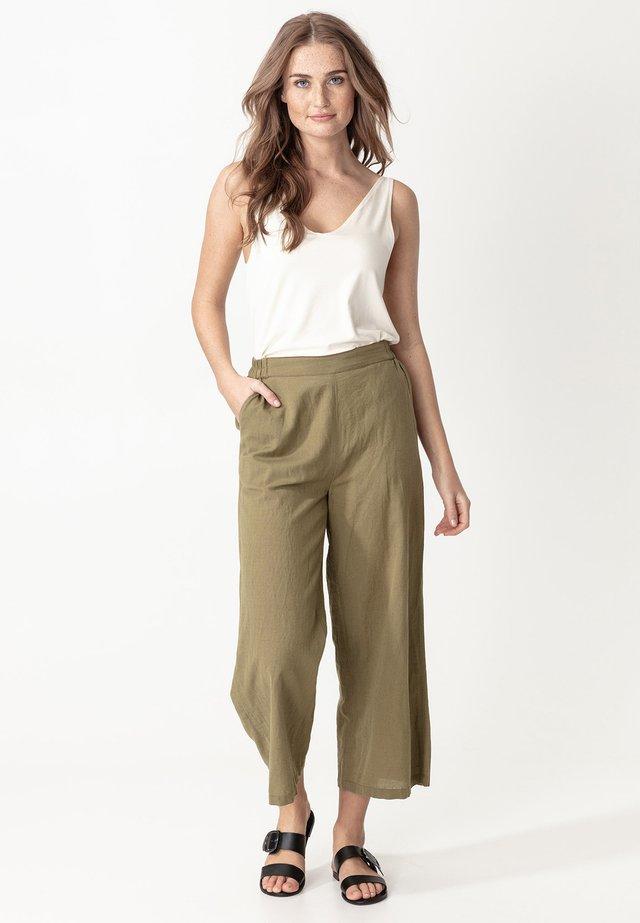 CATRIN - Spodnie materiałowe - olive