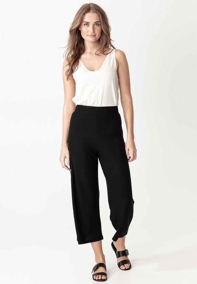 FREYA - Spodnie materiałowe - black