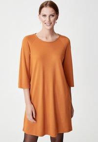Indiska - CARMEN - Jerseyklänning - mustard yellow - 0