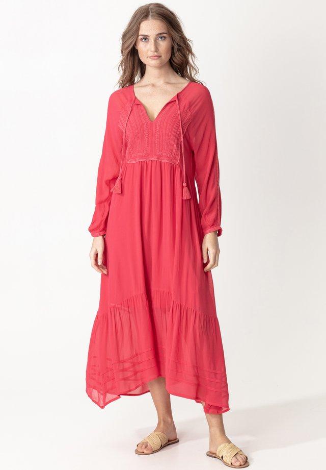 LENA - Długa sukienka - raspberry