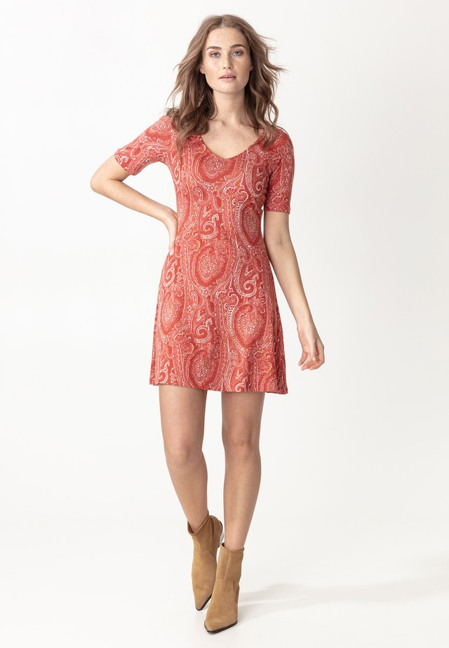 DRESS CLAIRE - Jerseyjurk - red