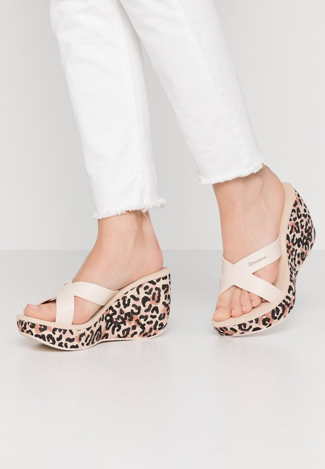 LIPSTICK STRAPS - Pantofle na podpatku - beige