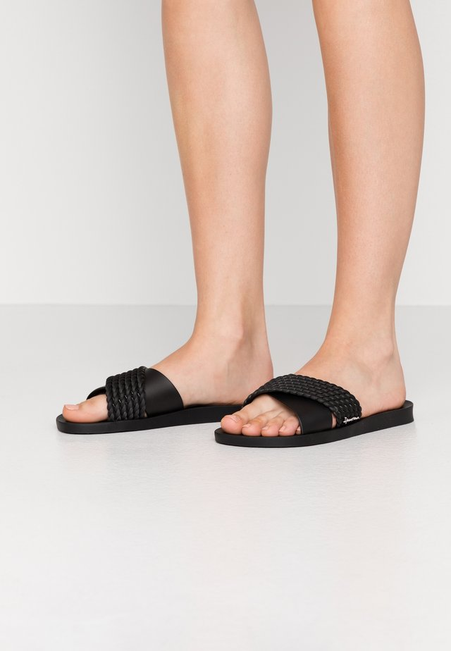 STREET - Sandales de bain - black