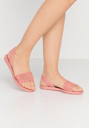 BREEZY - Sandały kąpielowe - pink