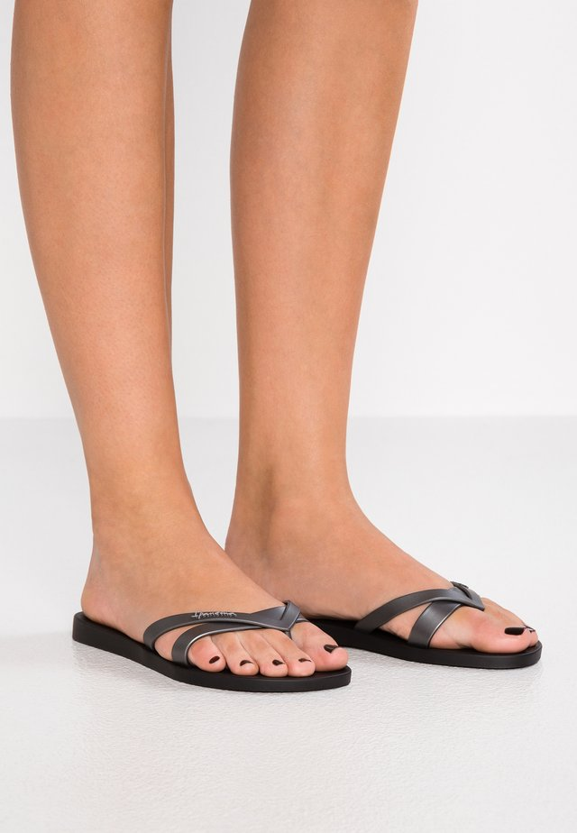 KIREI - Teenslippers - black/silver