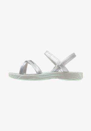 FASHION VII - Sandály do bazénu - green/silver