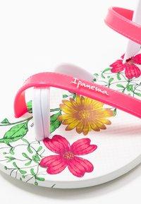 Ipanema - FASHION KIDS - Japonki kąpielowe - white/pink - 2