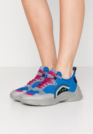 CURVE RUNNER - Sneakers - blue/grey