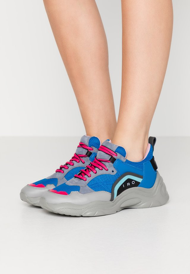 CURVE RUNNER - Sneakers - blue/grey