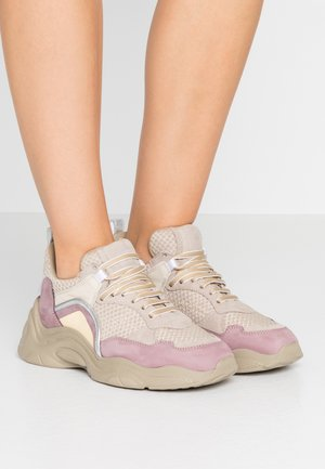 CURVE RUNNER - Trainers - lilas