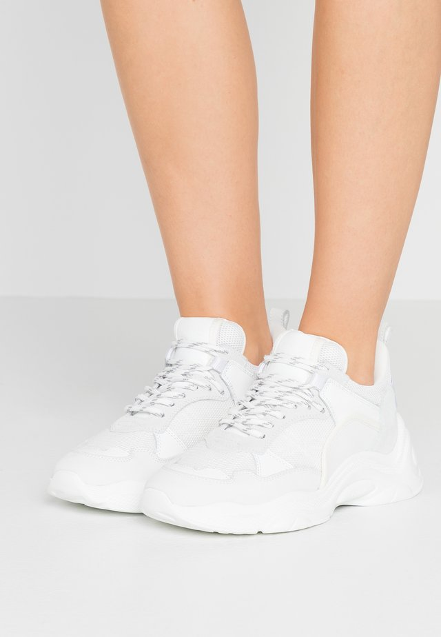 CURVE RUNNER - Sneakers - white