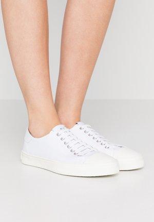 DUSTIN - Sneakersy niskie - white